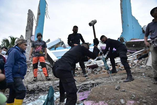 Deadly Temblor Strikes Devastating Blow in Indonesia